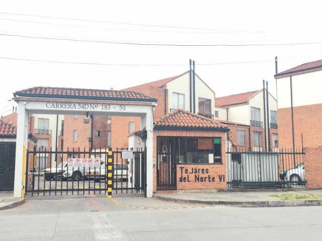 85525 - linda casa ubicada en conjunto cerrado cerca al centro comercial santa  fe, de tres niveles, el el p