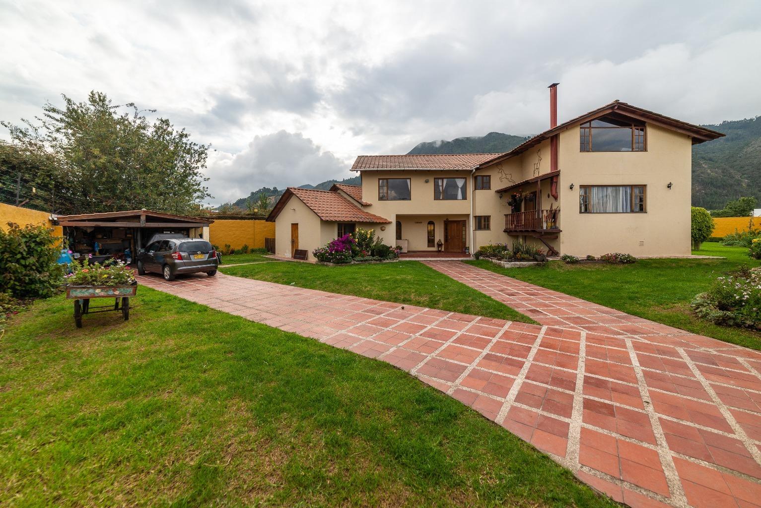 Casa en Cota 15839, foto 0