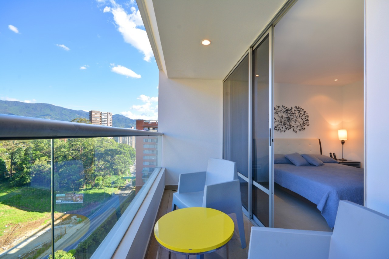 100613 - Arriendo apartamento poblado medellín cerca al centro comercial santaFé