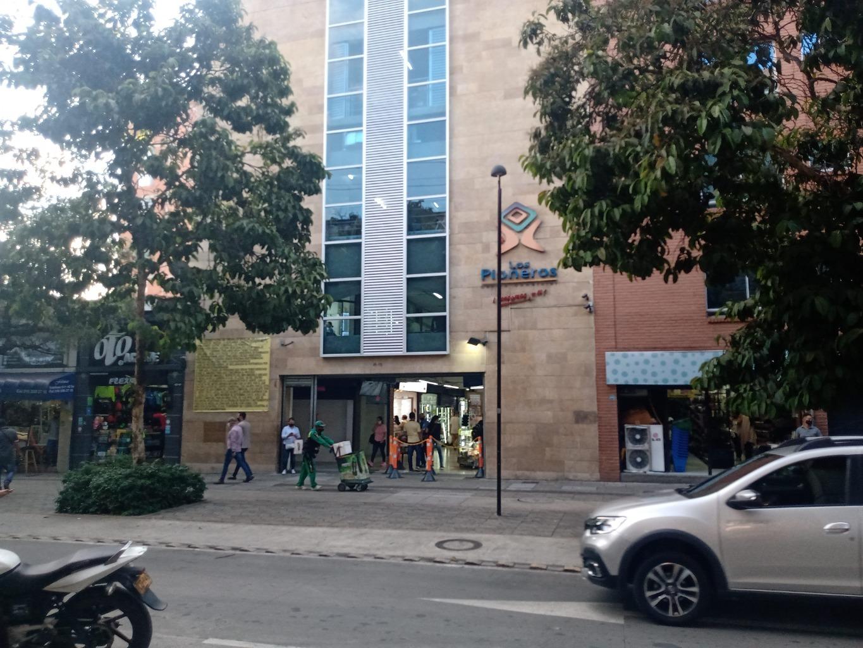 100682 - Venta local centro comercial los pioneros