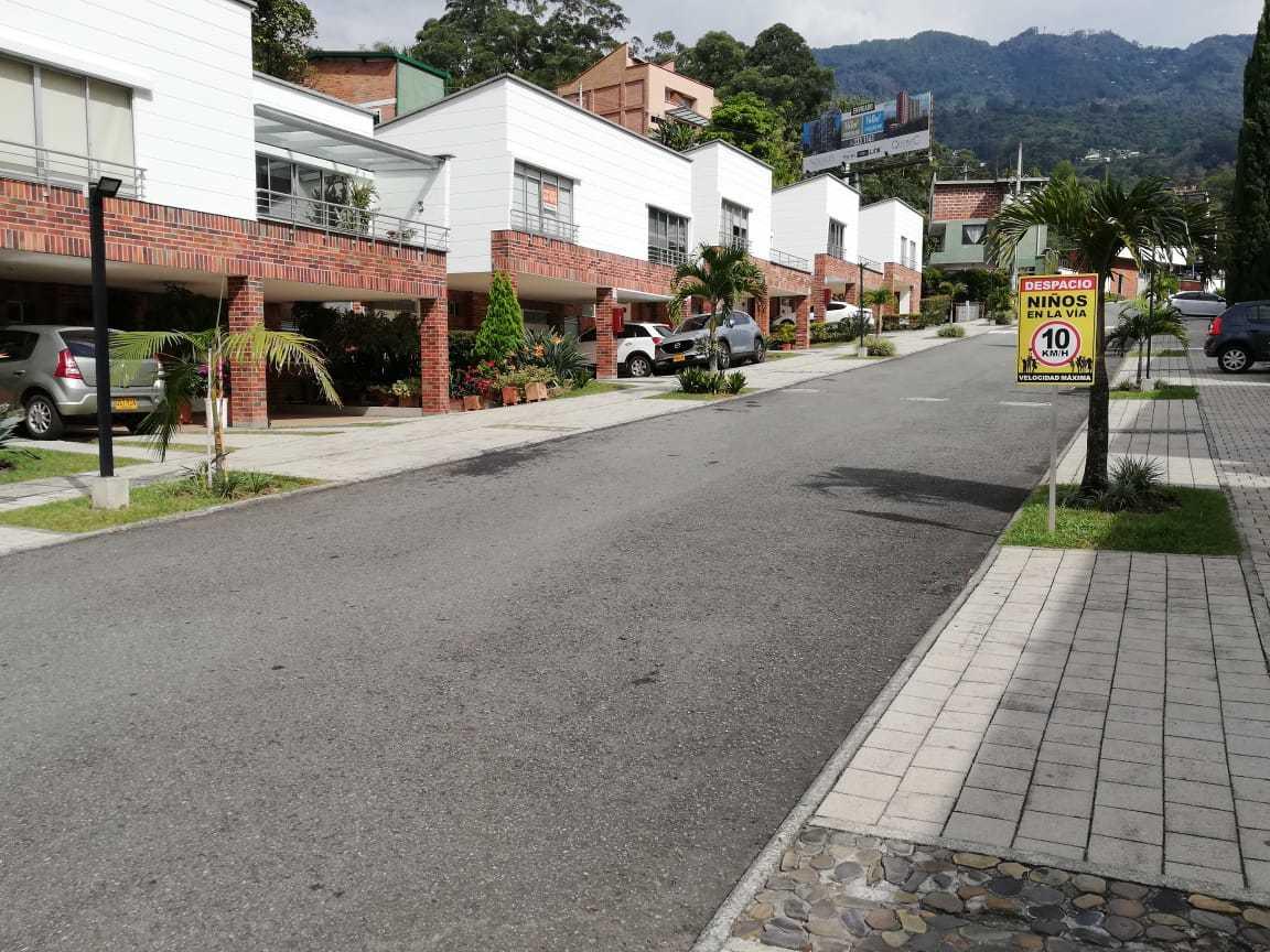 96603 - VENTA CASA TRANSVERSAL INTERMEDIA ENVIGADO