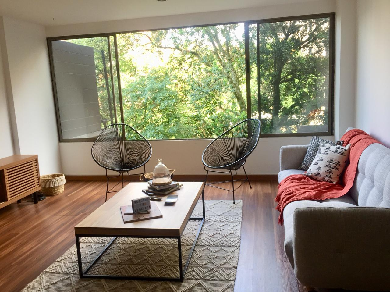 99060 - Renta de Moderno Apartamento poblado