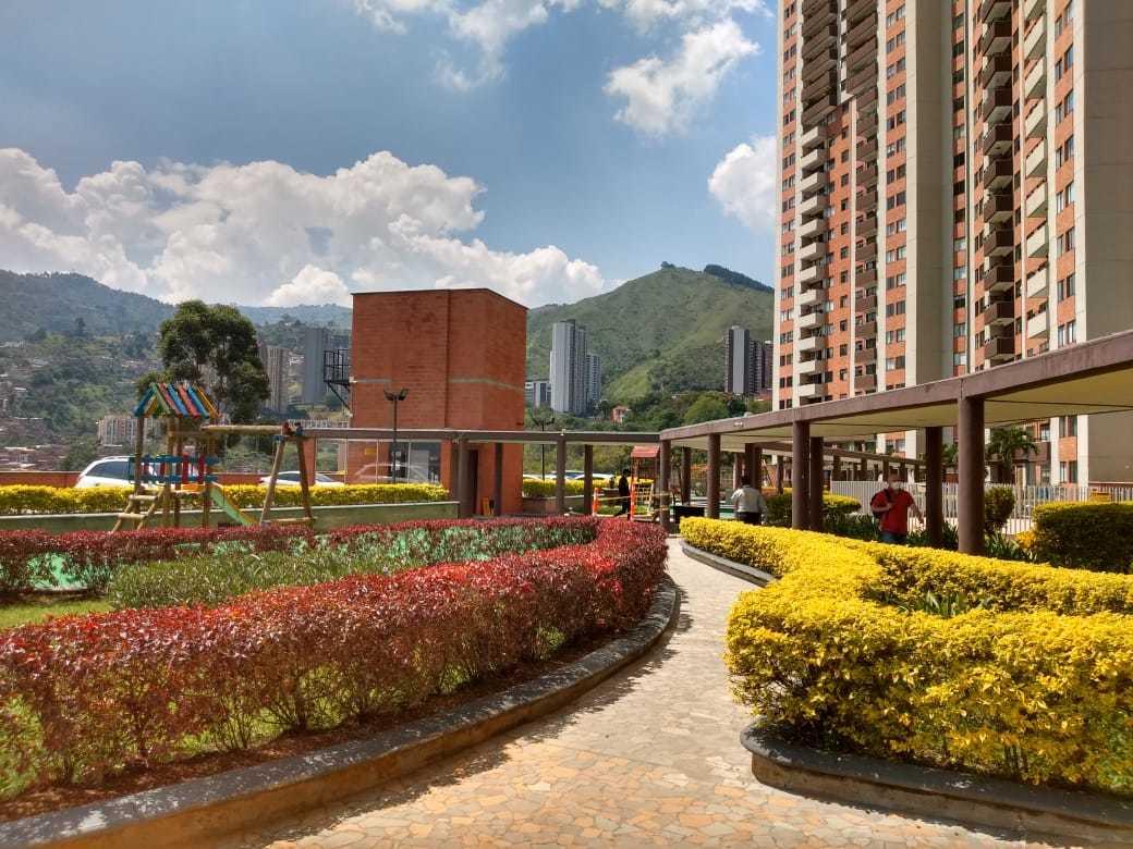 102050 - Venta de hermoso apartamento en la Loma de los Bernal con vista a la ciudad