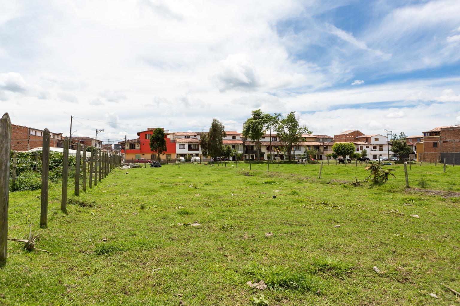100520 - Venta LOTE PARA CONSTRUIR EN ZONA URBANA en La Ceja, Barrio Cuatro Esquinas