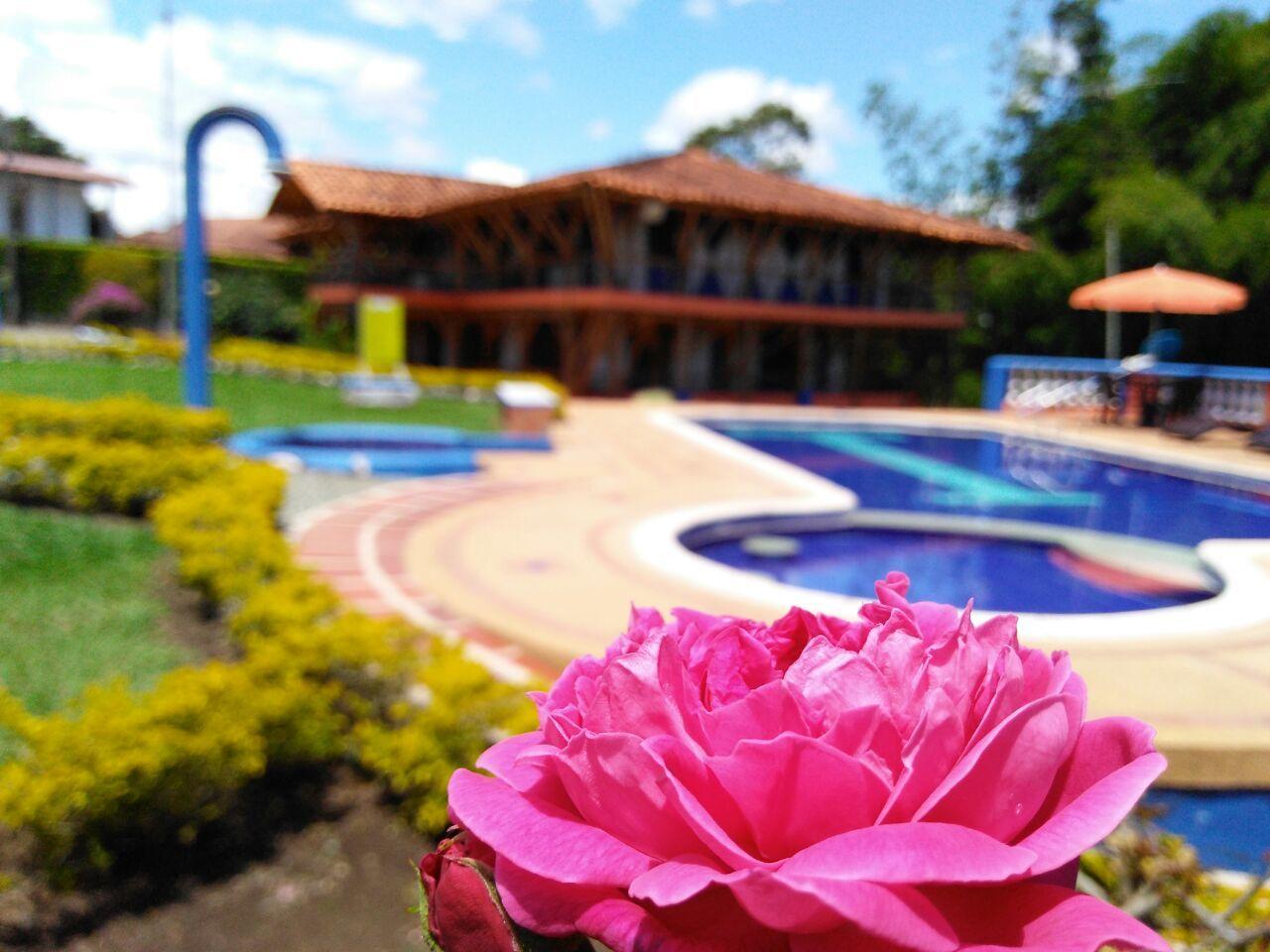 100830 - Venta de Hermosa Finca Hotel via Montenegro